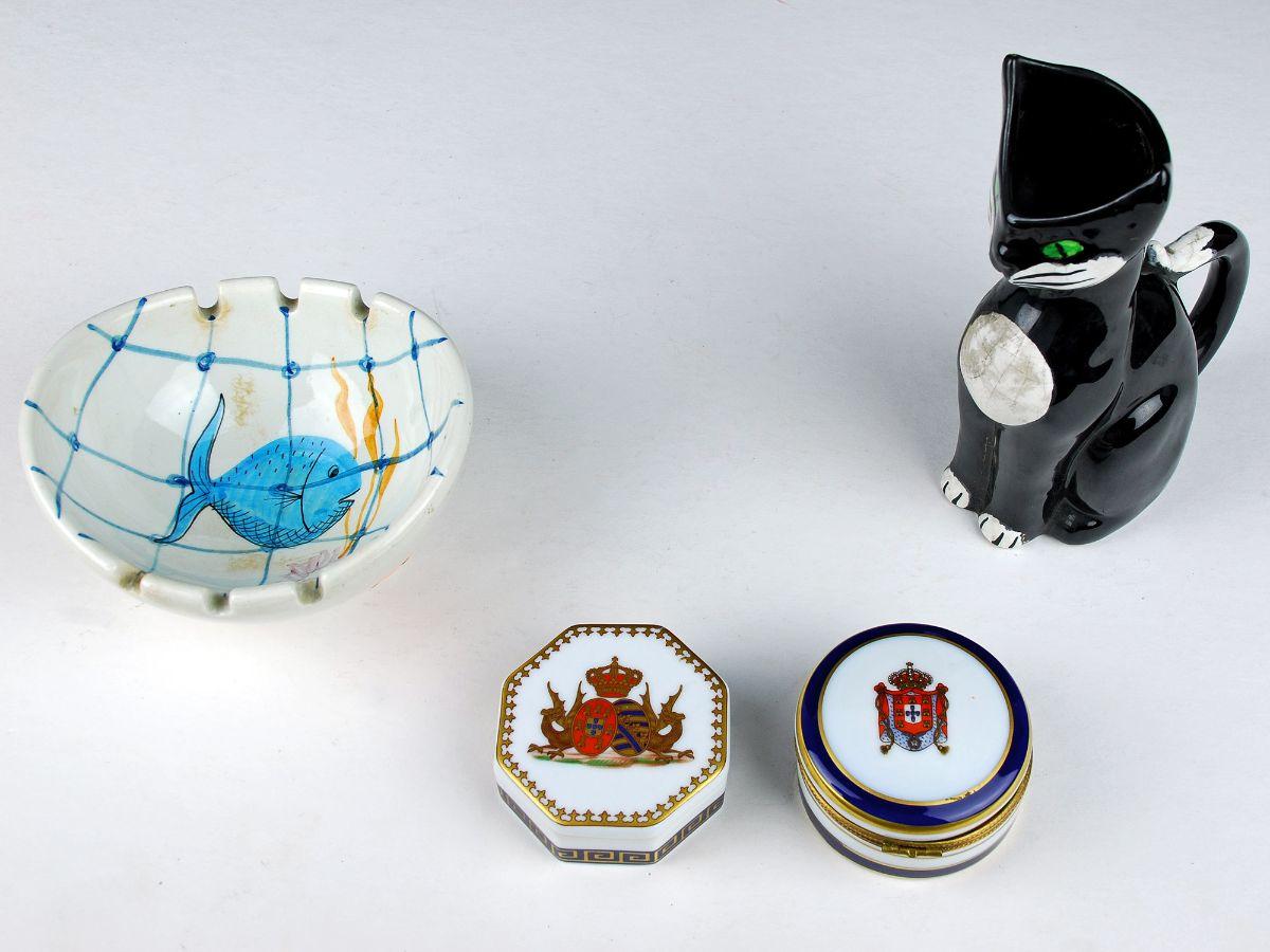 Lote de 4 peças em Faiança / Porcelana