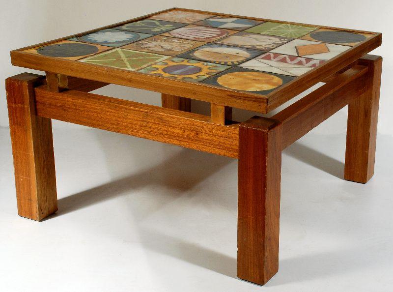 Lote mesa com tampo em azulejos bestnet leil es - Mesas de azulejos ...