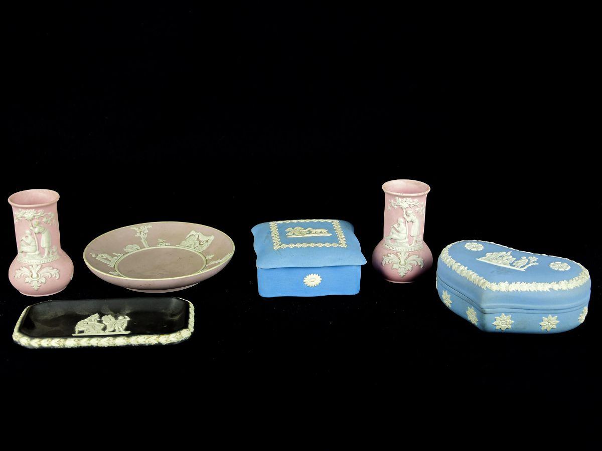 Lote de diversas peças em Porcelana de Wedgewood