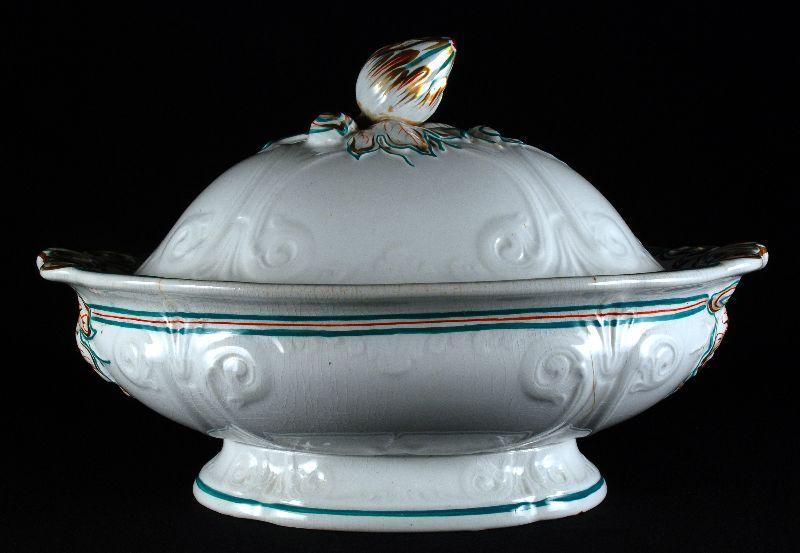 Terrina com tampa em porcelana inglesa
