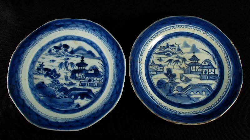 Dois Pratos em porcelana Chinesa