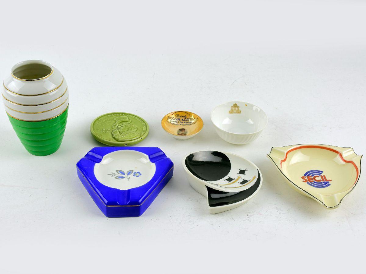 7 Peças diversas em Faiança / Porcelana