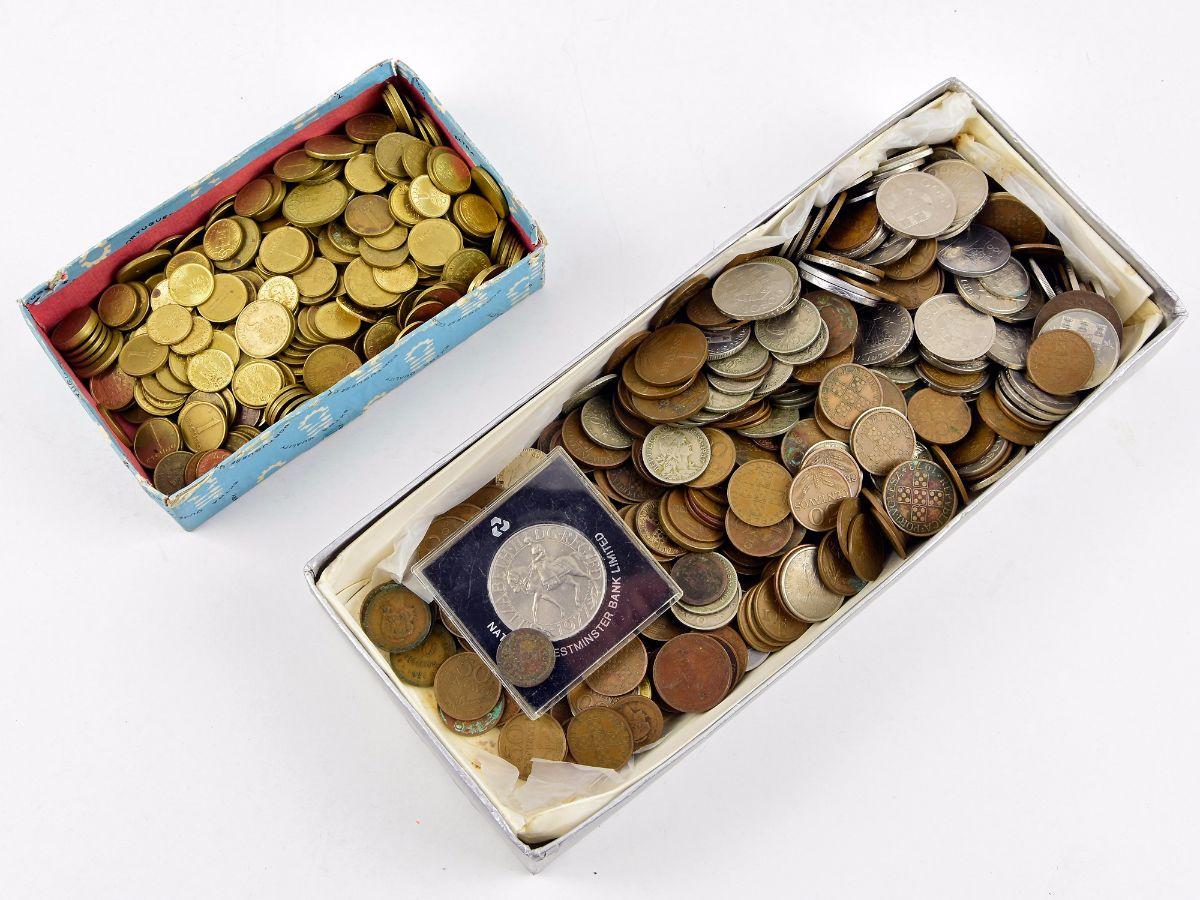 Colecção/Acumulação de moedas em 2 caixas antiga