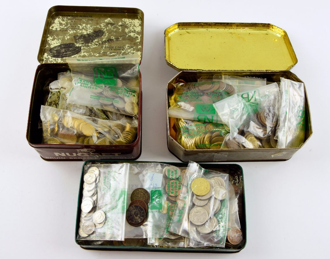 Colecção/Acumulação de milhares de moedas em 3 caixas antigas