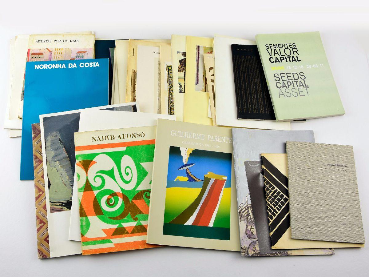 Lote de catálogos e folhetos de Arte (34)