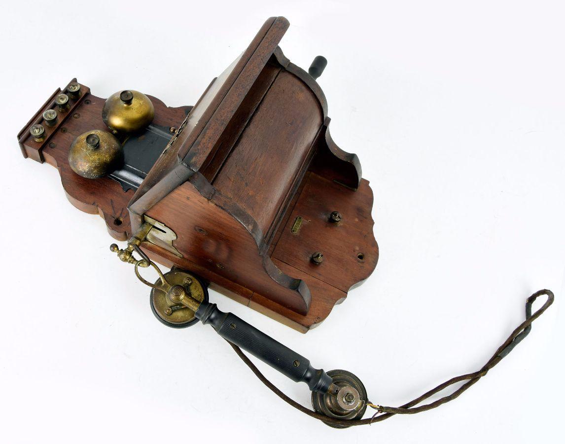 Telefone mural antigo