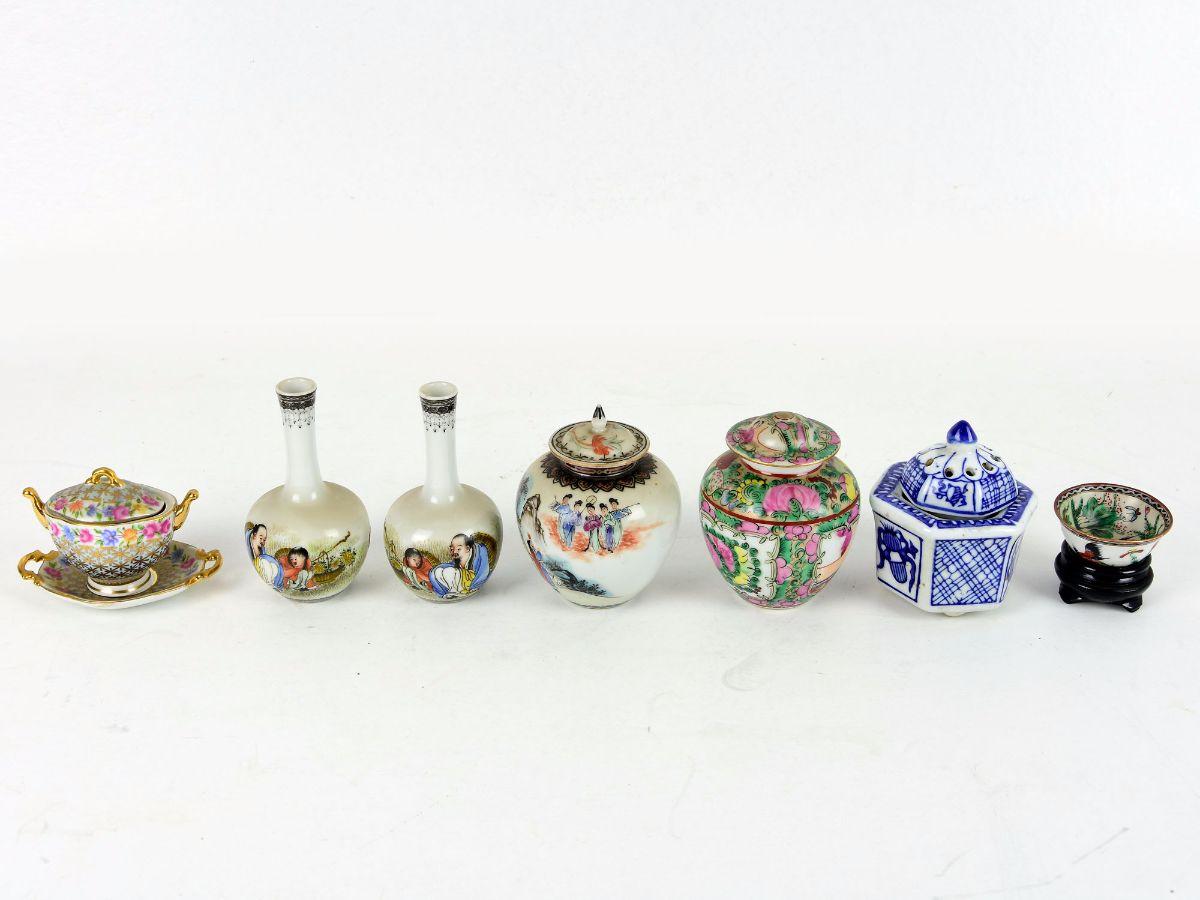 11 Peças miniatura em porcelana