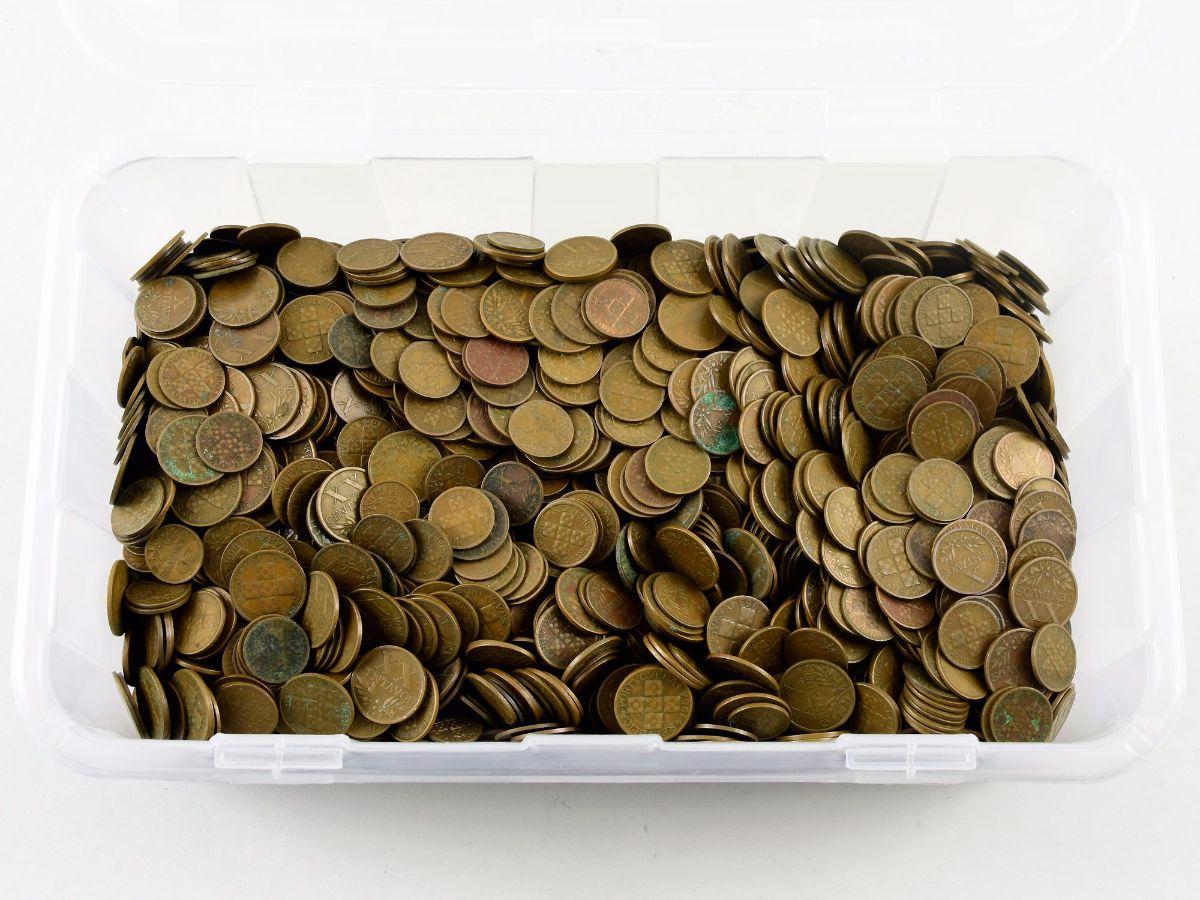 Colecção / acumulação de milhares de moedas antigas Portuguesas
