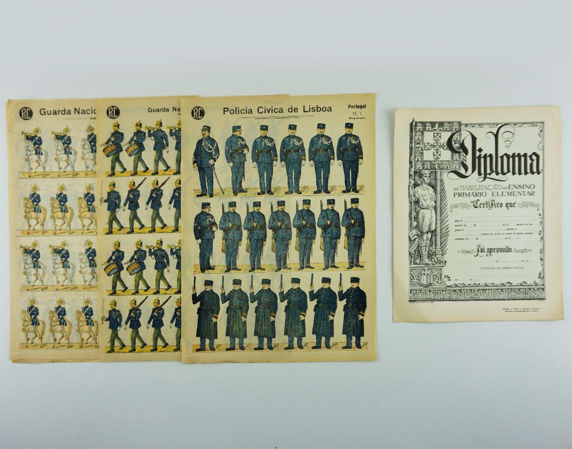 Coleção de 4 folhas de soldados militares de recortar