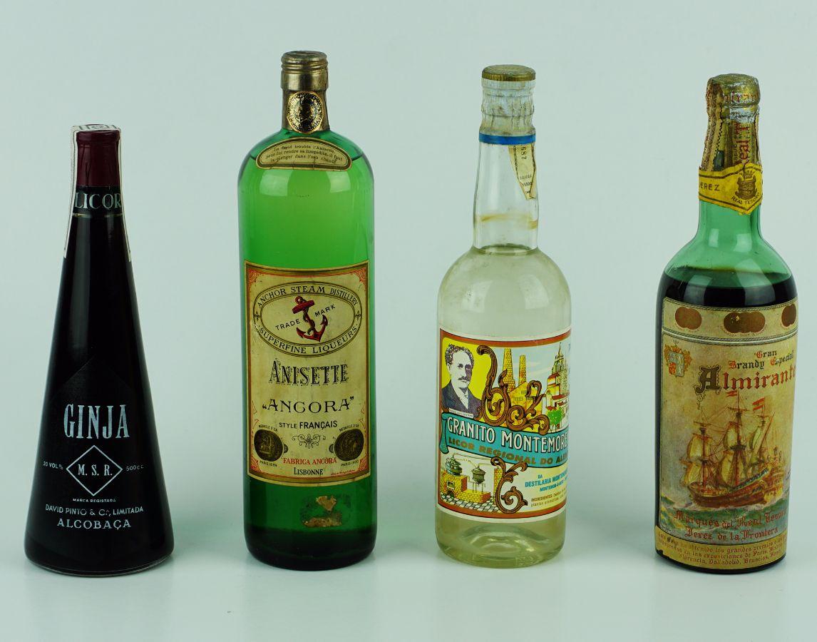 4 Garrafas de alcóol diversas