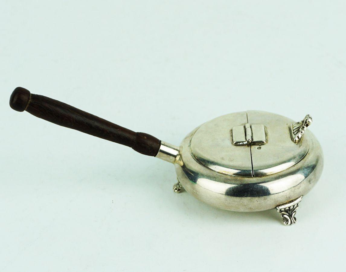 Cinzeiro com pega e tampa de abertura