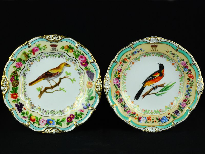 4 Pratos em Porcelana