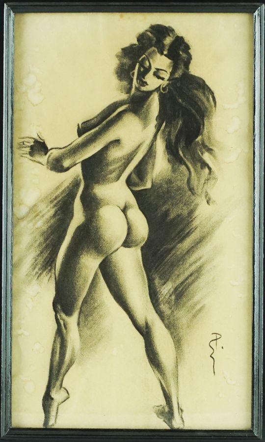 Nú feminino