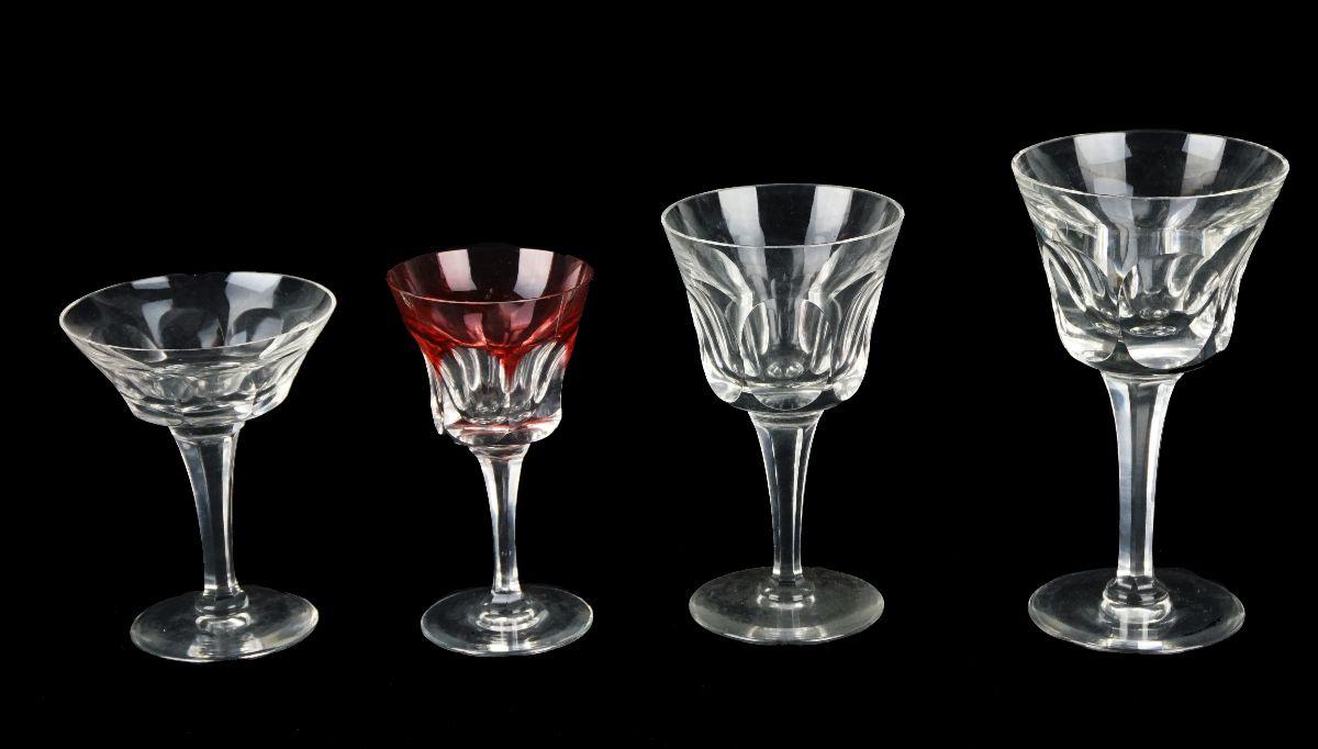 Parte de serviço de copos em meio cristal