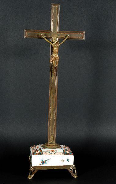 Cruz em Bronze com Base em Porcelana IMARI
