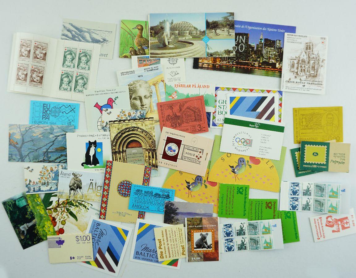 43 Cadernetas de Selos de vários países do Mundo