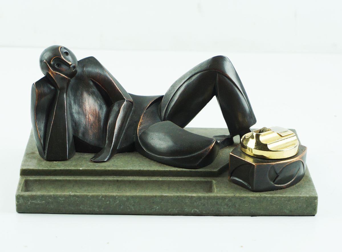 Escultura com isqueiro