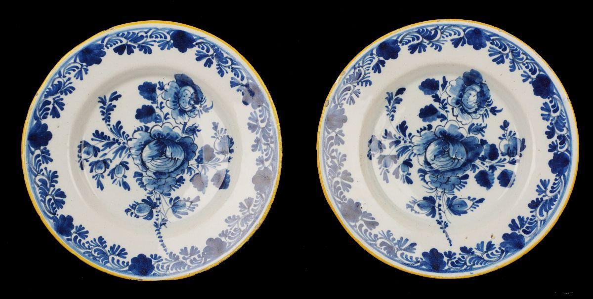 Par de pratos de Delft