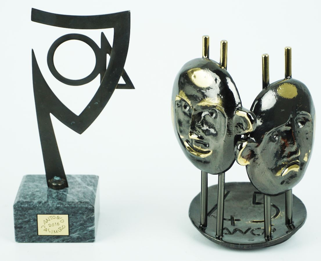 2 Esculturas em metal (comemorativas para 40 anos e 45 anos)