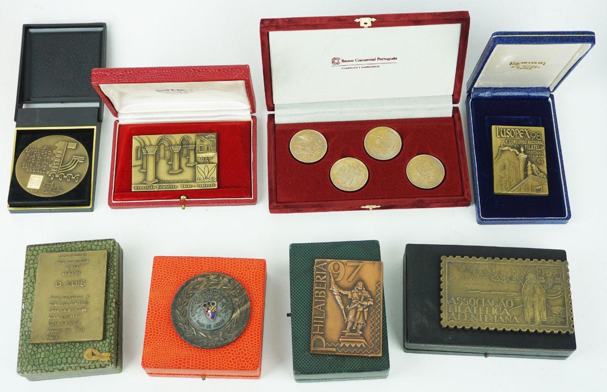24 Medalhas (18 com caixa)