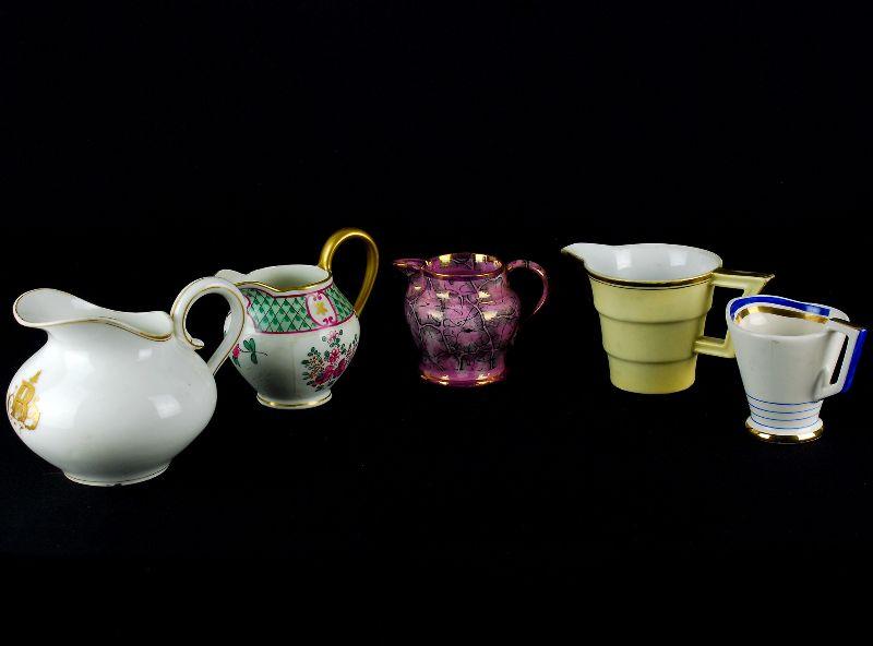5 Leiteiras em Porcelana