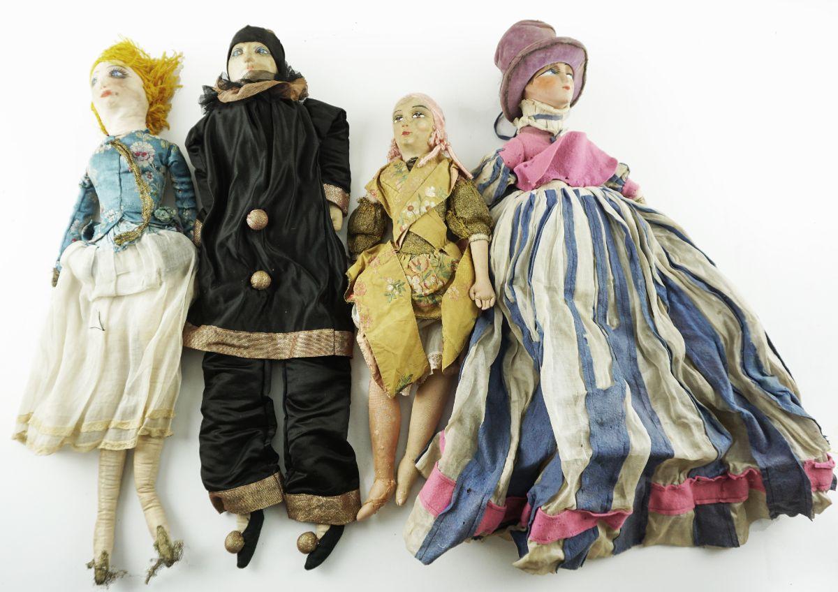 4 Bonecas diversas