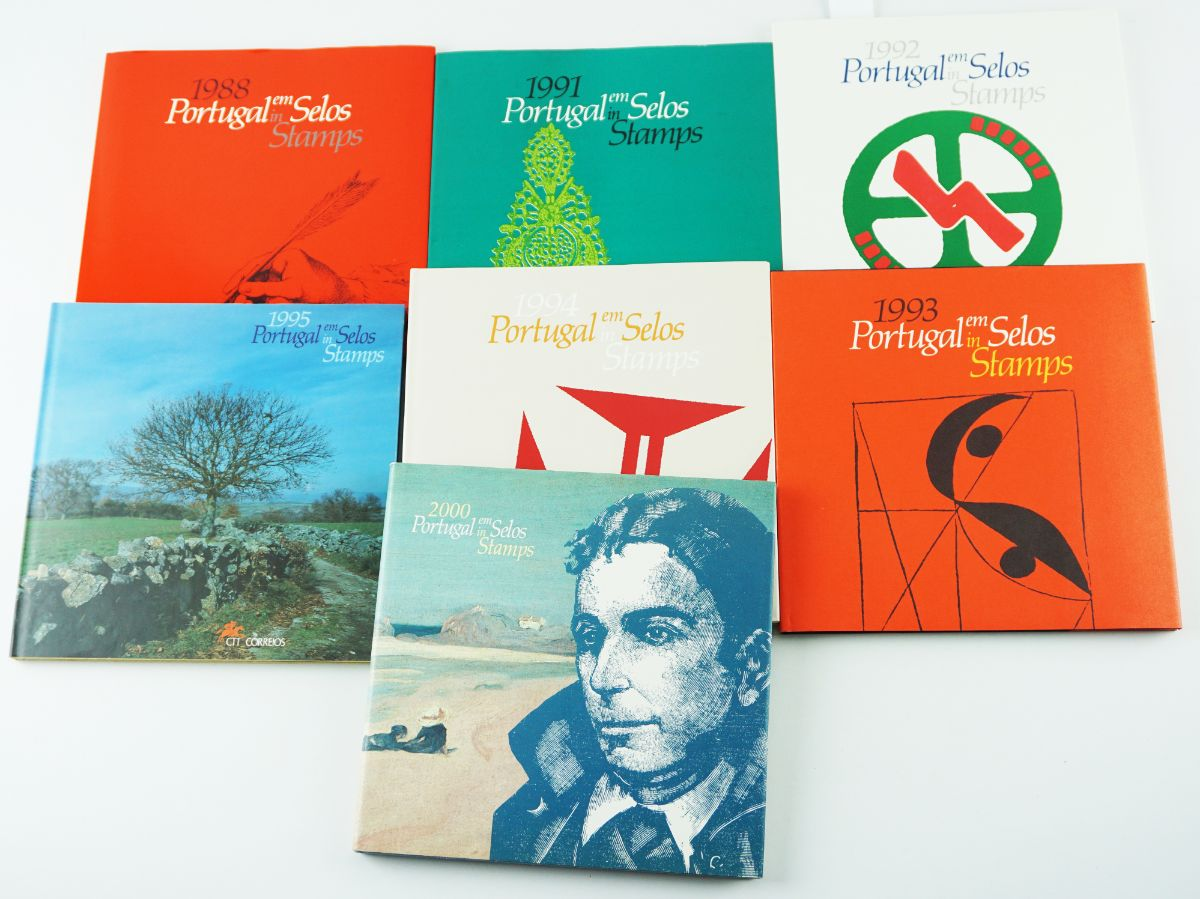 7 Livros Anuais com selos dos CTT