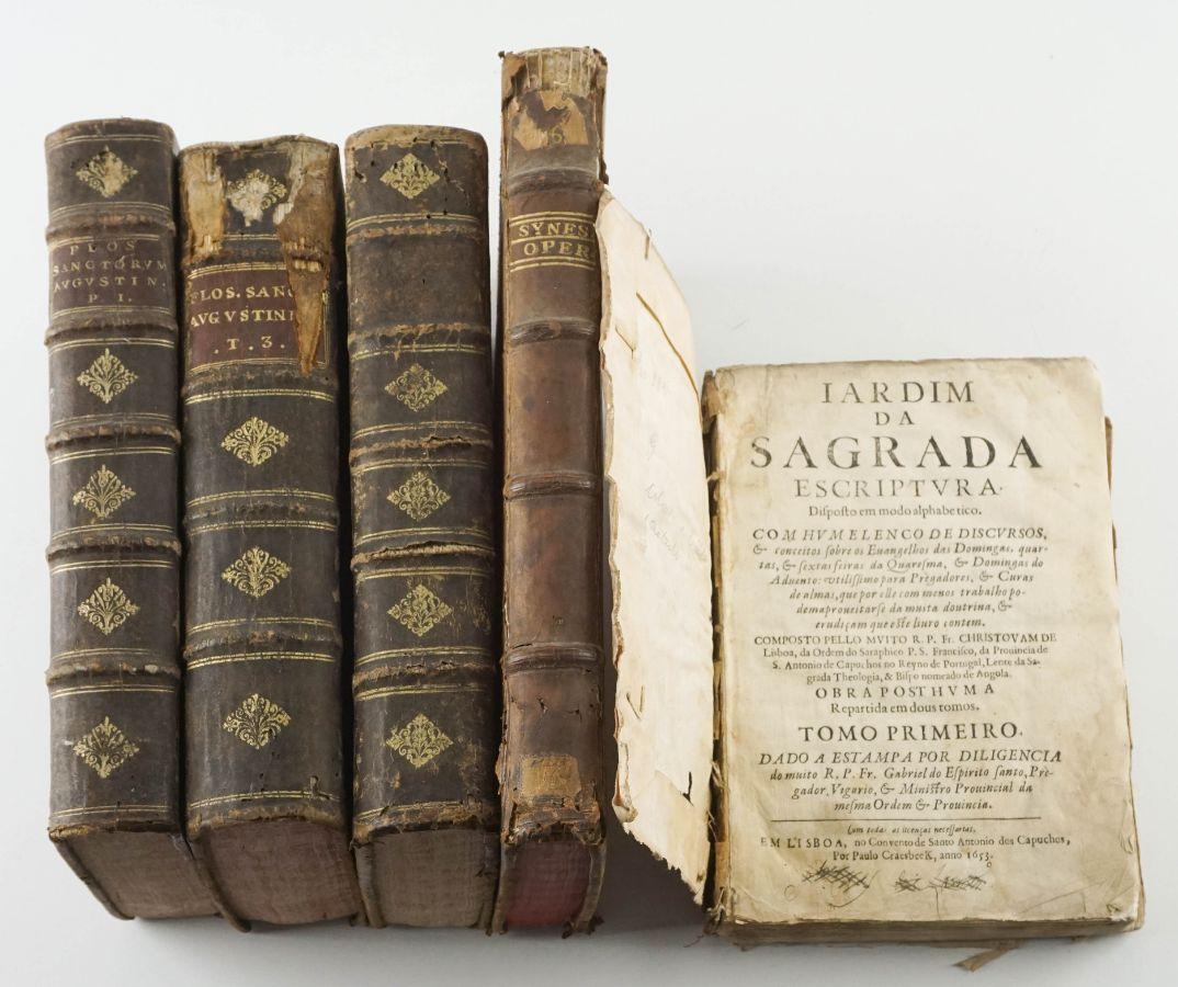 Livros antigos incompletos