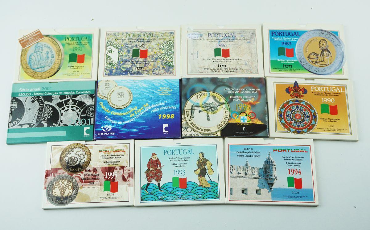 Coleção muito escassa de 11 carteiras numismáticas anuais
