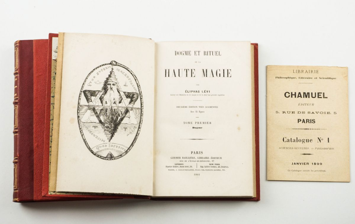 Primeira edição de um clássico da Alta Magia.