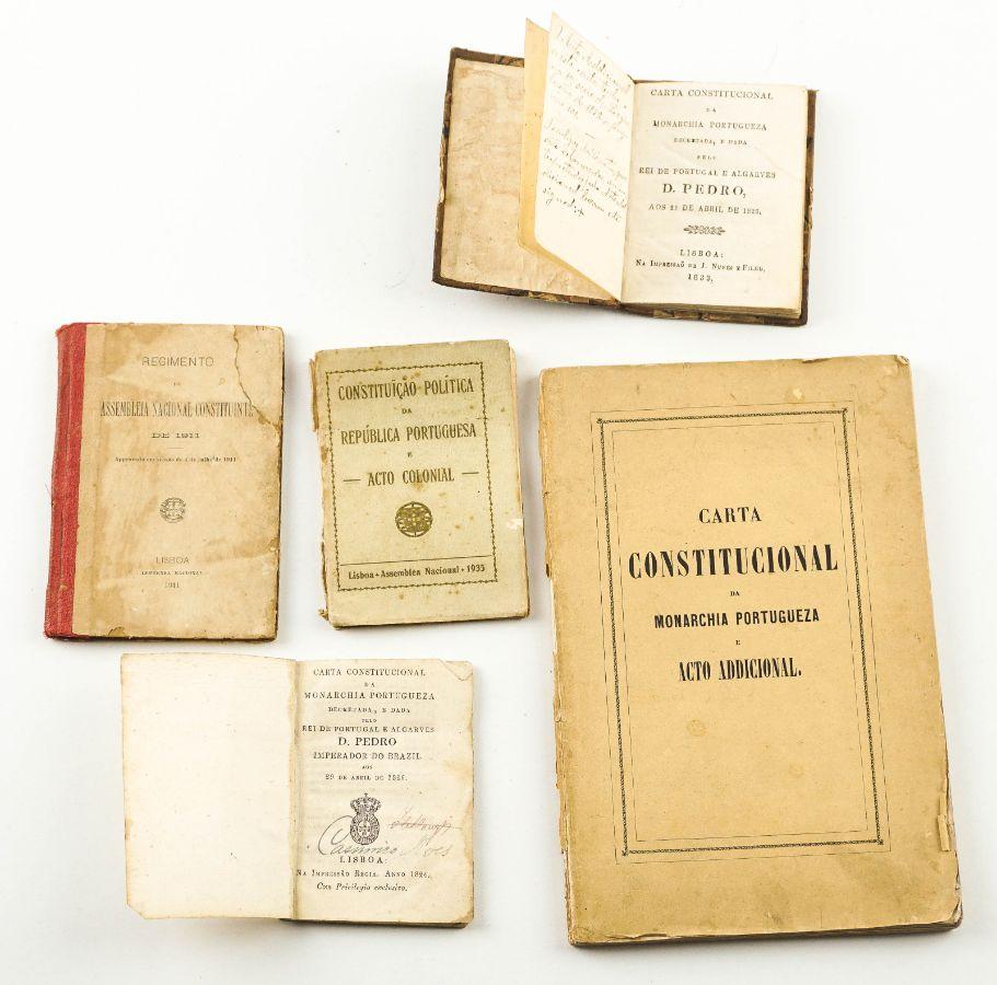 Raro conjunto de Constituições Portuguesas
