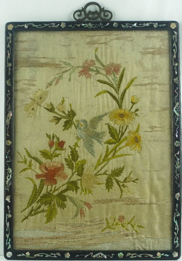 Moldura Oriental com bordado a seda