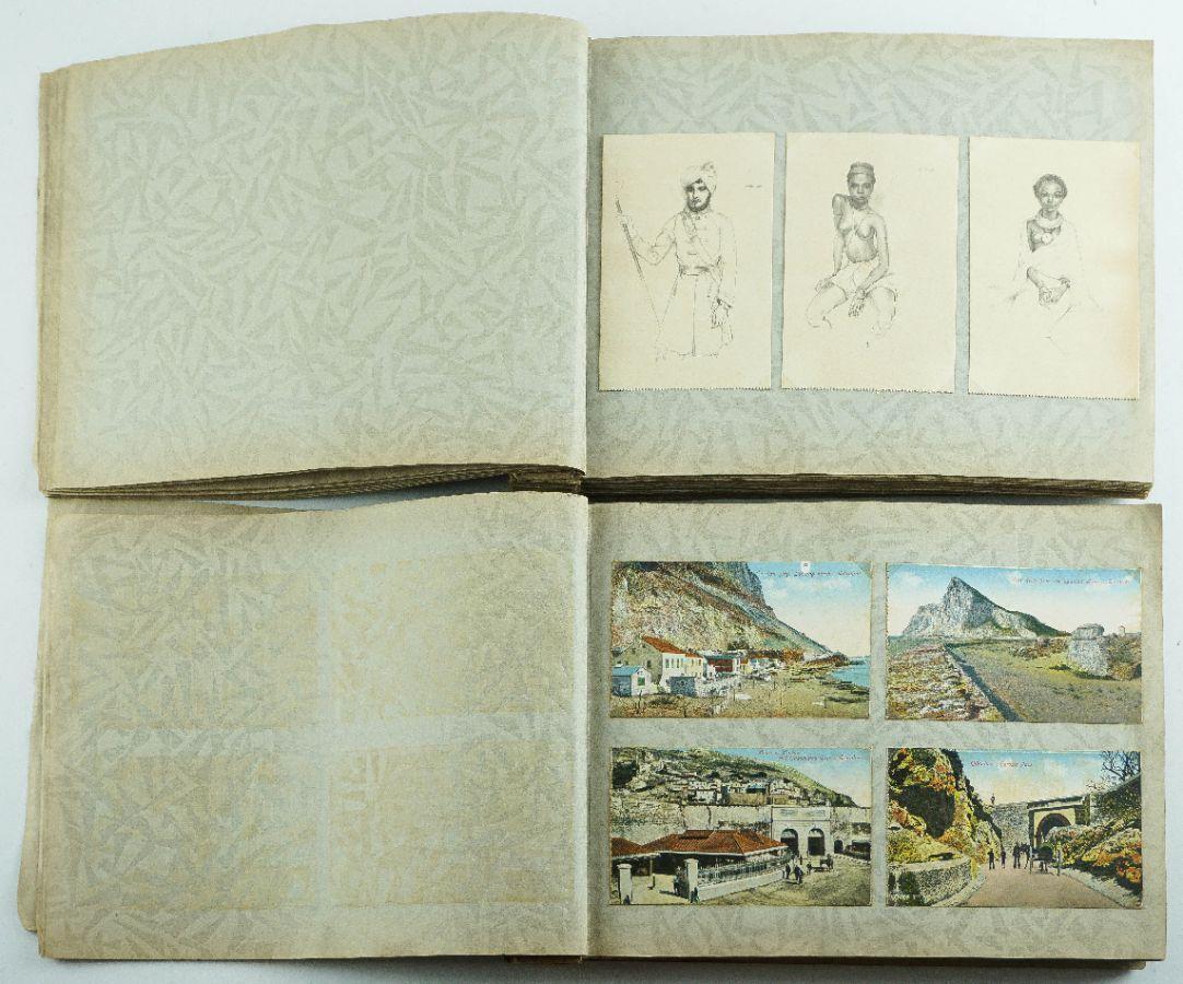 2 Álbuns com cerca de 600 postais