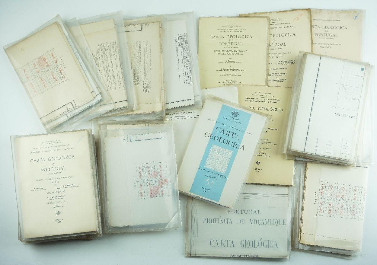 Conjunto de várias dezenas de cartas geológicas portuguesas