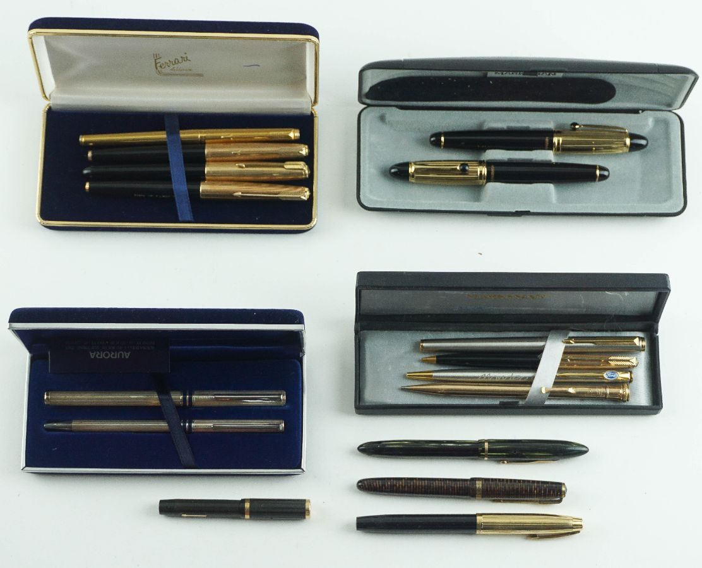 Conjunto de canetas e esferográficas