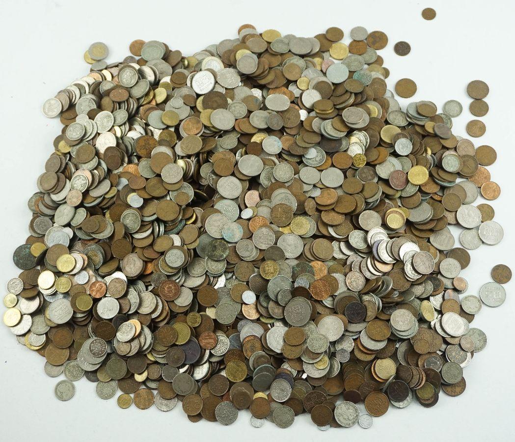 Lote de várias centenas de moedas