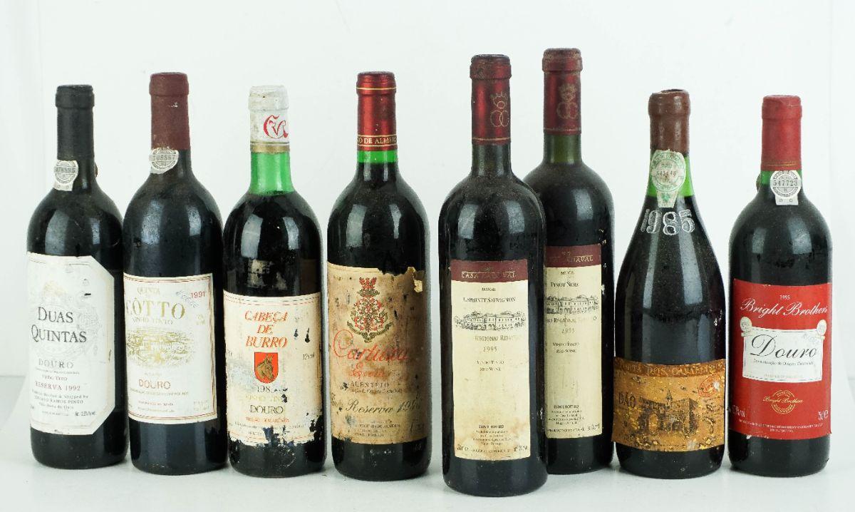 8 Garrafas de Vinho Tinto