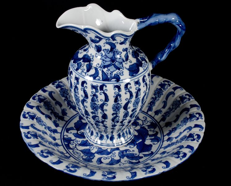 Jarro com Bacia em Porcelana Europeia