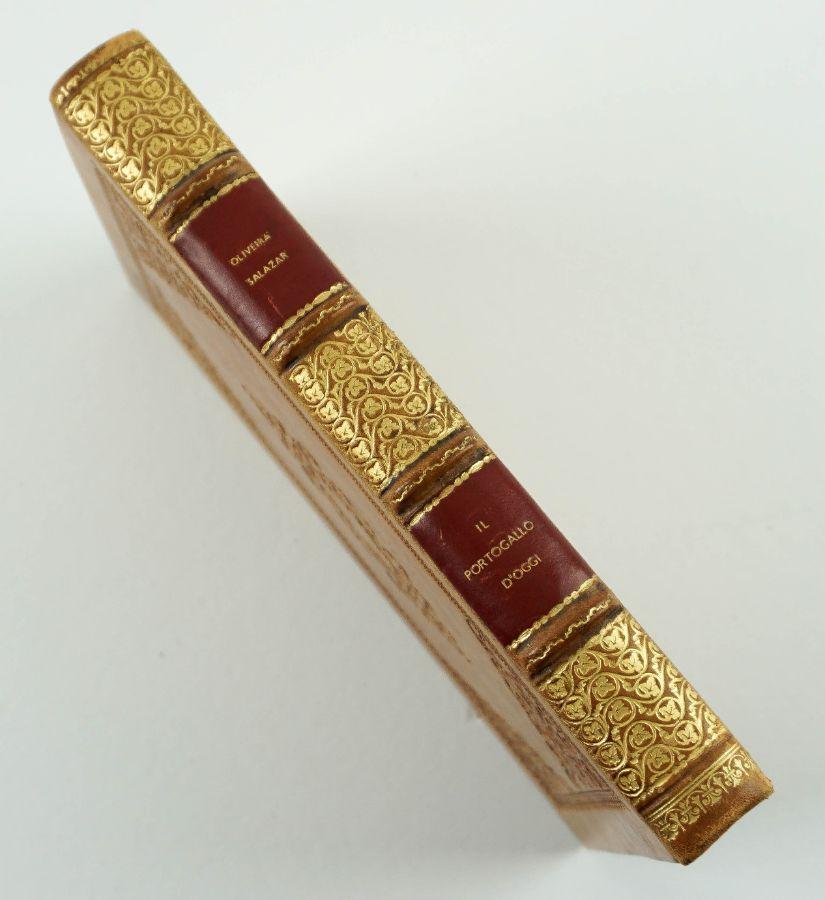 Raro livro sobre Salazar publicado na Itália fascista (1939).