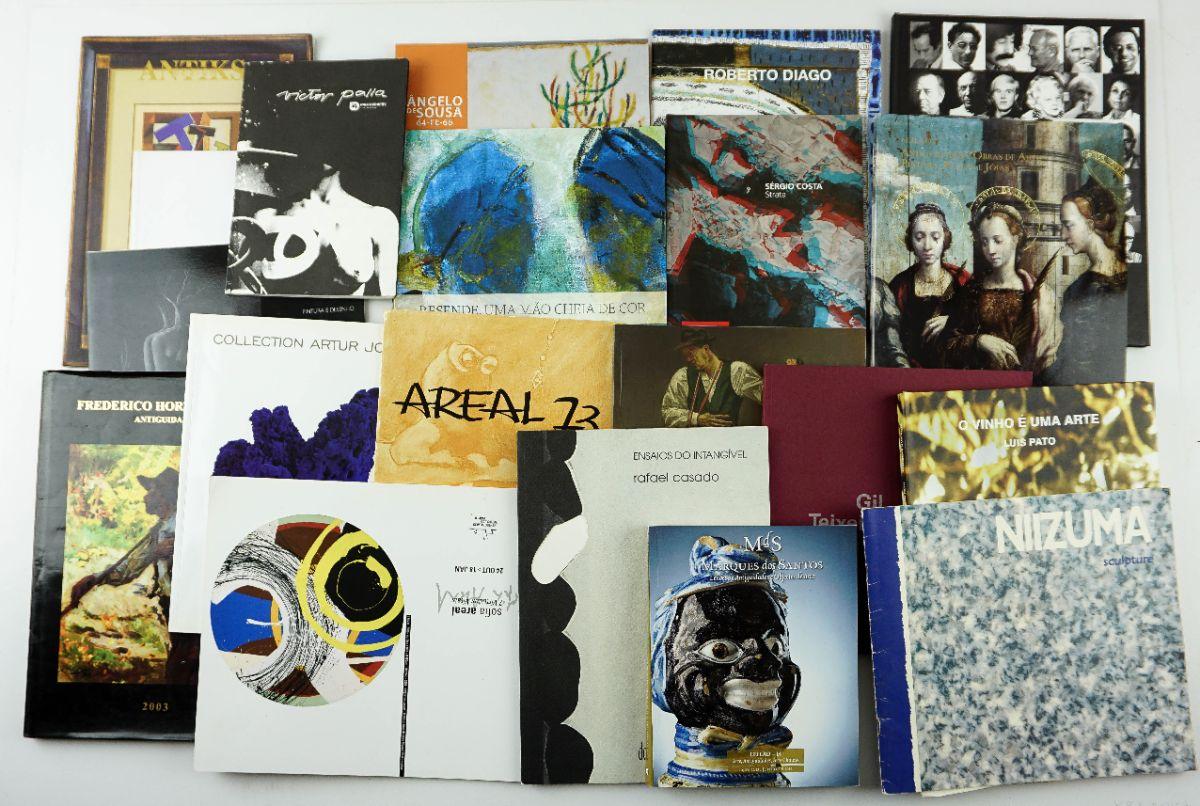 33 Livros / Catálogos diversos