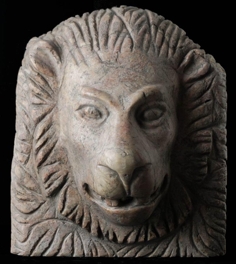 Fonte em forma de cabeça de Leão