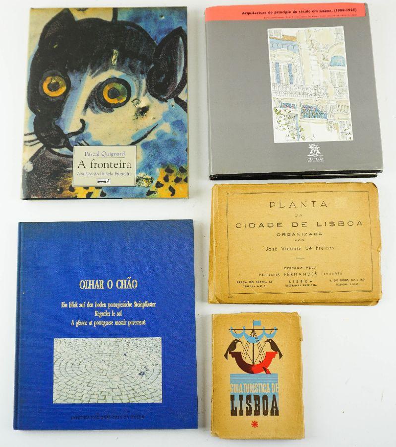 4 Livros sobre Lisboa e 1 Mapa