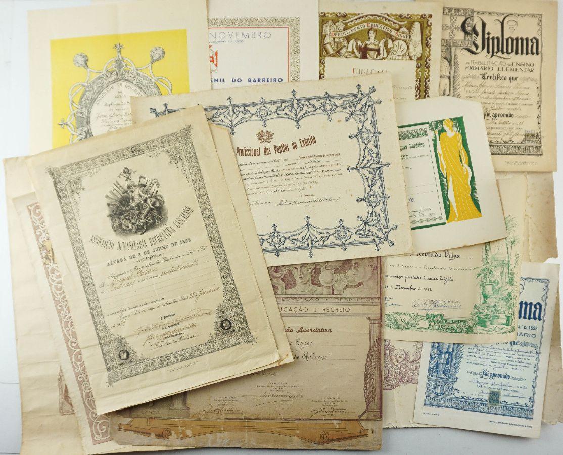 16 Diplomas diferentes
