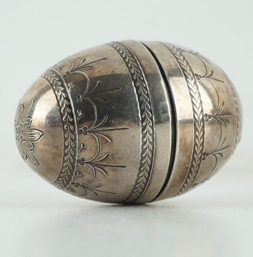 Caixa em forma de ovo