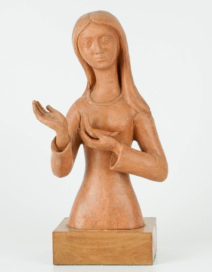 Figura feminina com pomba