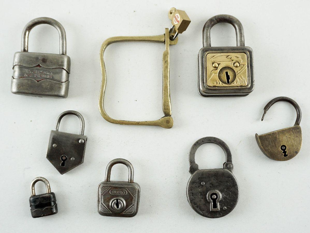 8 Cadeados antigos