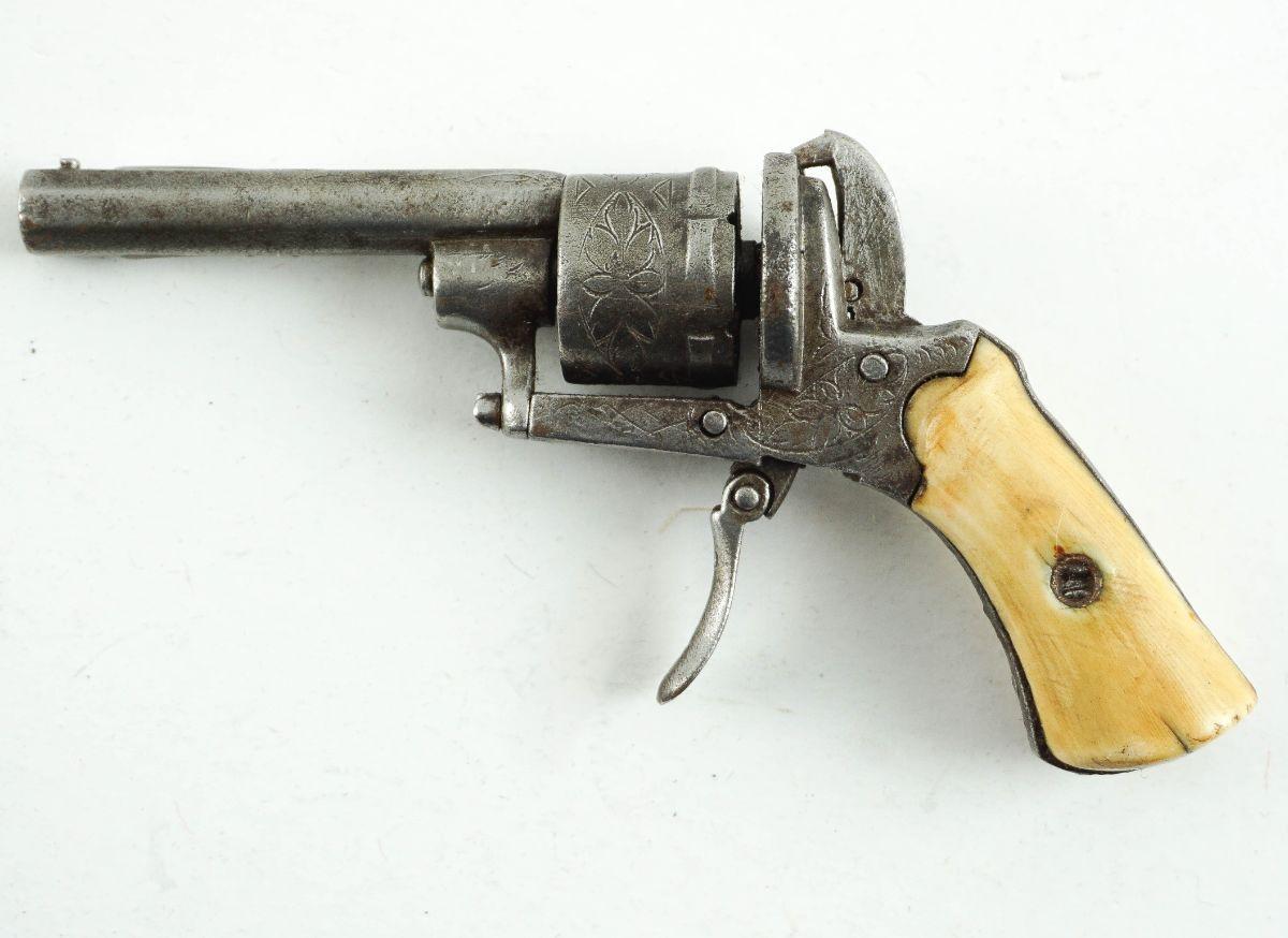 Pequeno revólver de bolso