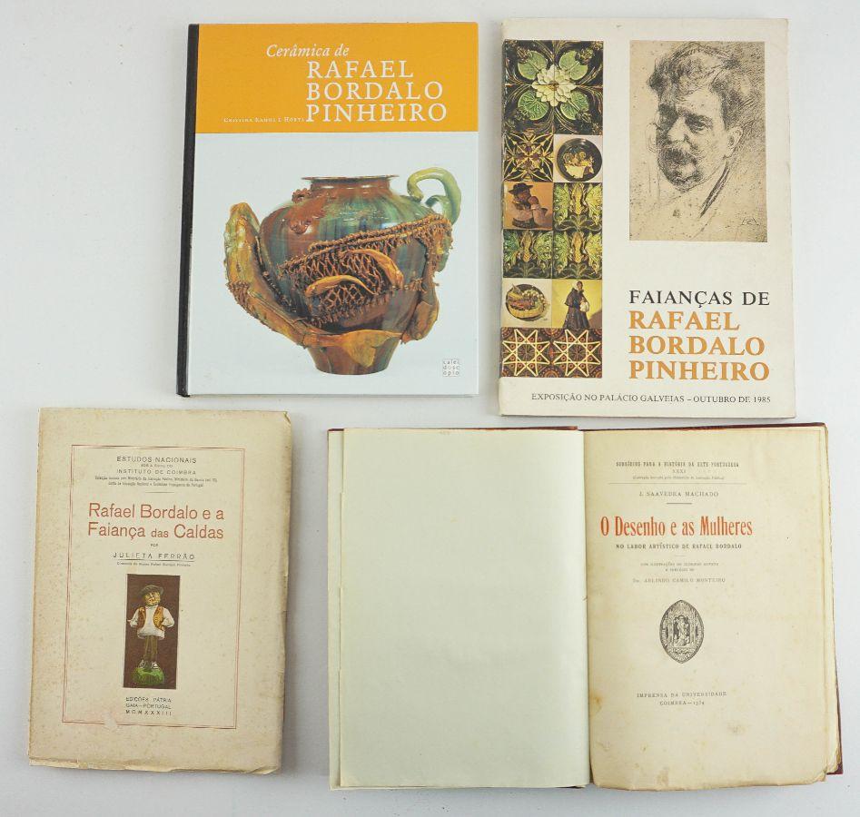 4 livros sobre a obra gráfica e cerâmica de Rafael Bordallo Pinheiro.