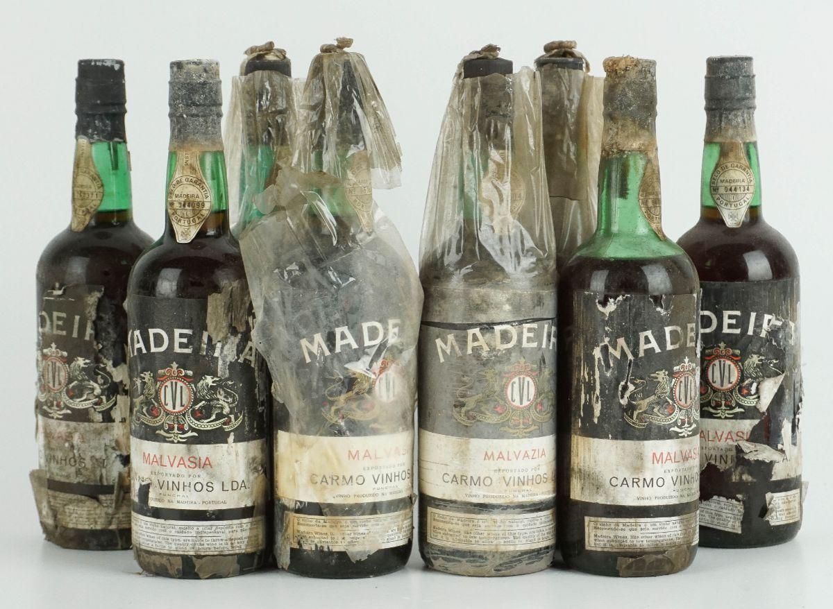 8 Garrafas de Vinho da Madeira