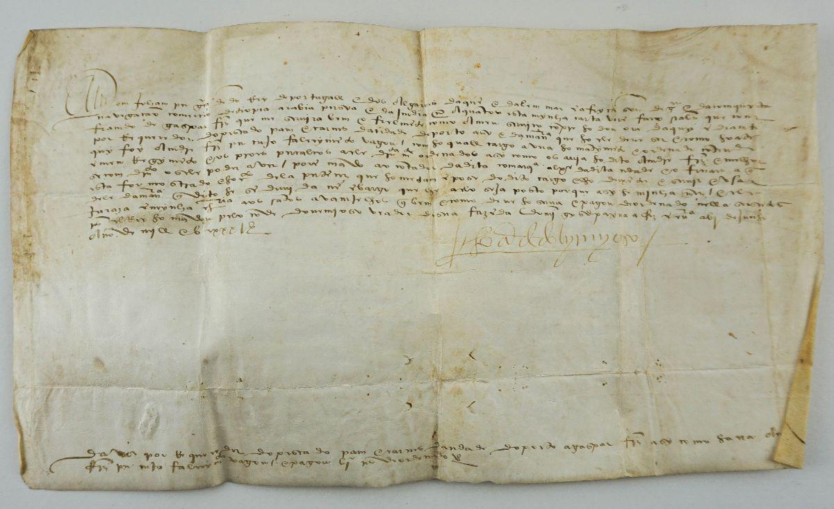 Manuscrito s/ pergaminho 43 cm x 24 cm , assinado.